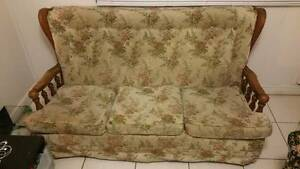 Move-out Freebies : Free Large Floral Sofa Spring Hill Brisbane North East Preview