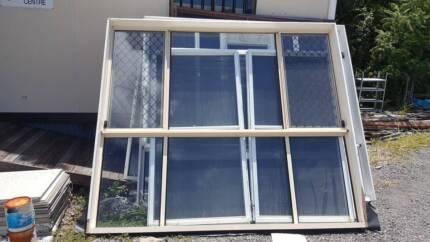 HOUSE LOT ALUMINIUM DOORS AND WINDOWS