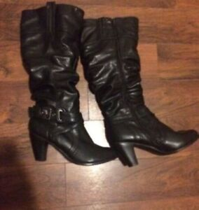 Ladies boots. Size 9