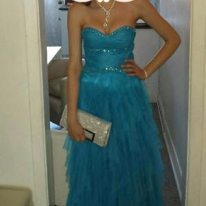URGENT!! Magnifique robe de bal a vendre pas cher et négo!