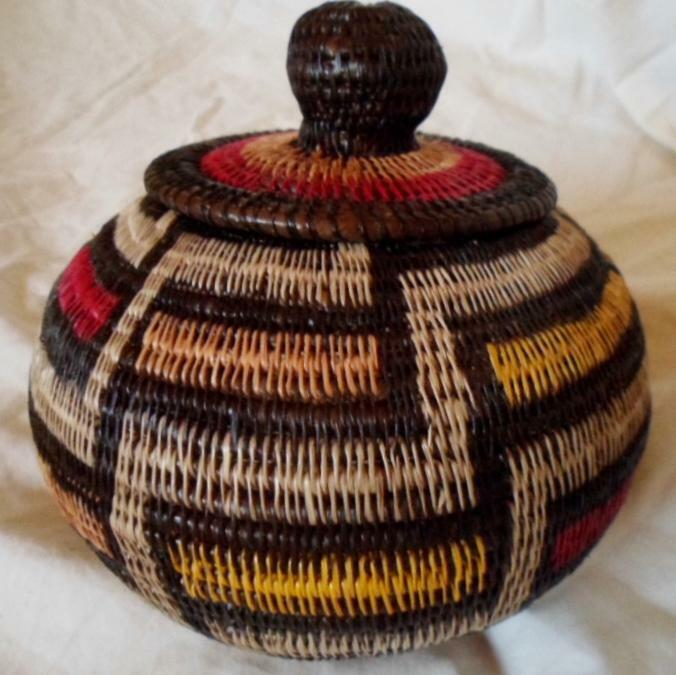 Wounaan Embera Woven Classic Design Basket w/ Top-Panama 21010839mm