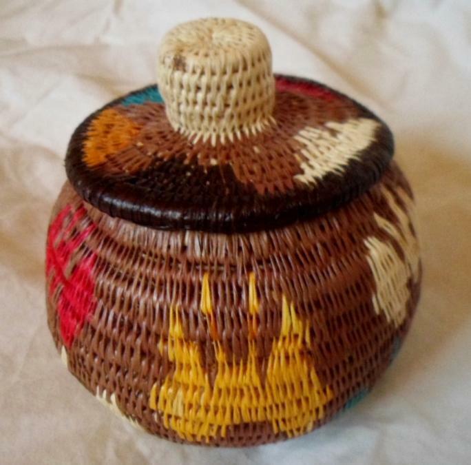 Wounaan Embera Woven Classic Design Basket w/ Top-Panama 21010840mm