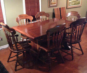 Solid Pine 9 pc diningroom set has character