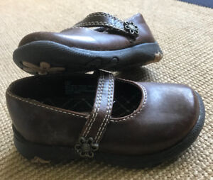 **BABY GIRL BROWN LEATHER SHOES FOR SALE-SIZE 5**