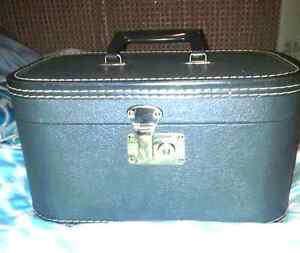 Collectibles Vintage Train Case 1960's 15/10/10""