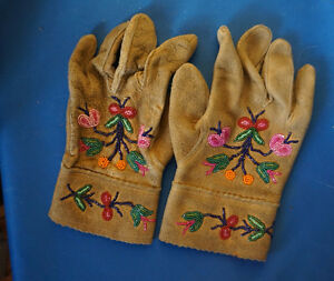 4U2C ABORIGINAL BEADED GLOVES