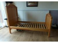 Mama's and Pappas Cot bed