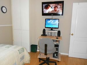 Room for rent / Chambre à louer à Gatineau (Available Now)