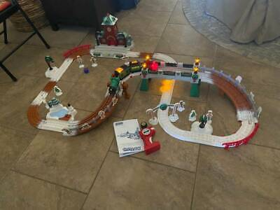 Fisher Price Geotrax Christmas Holiday Toy Town R/C Train Set FREE SHIPPING