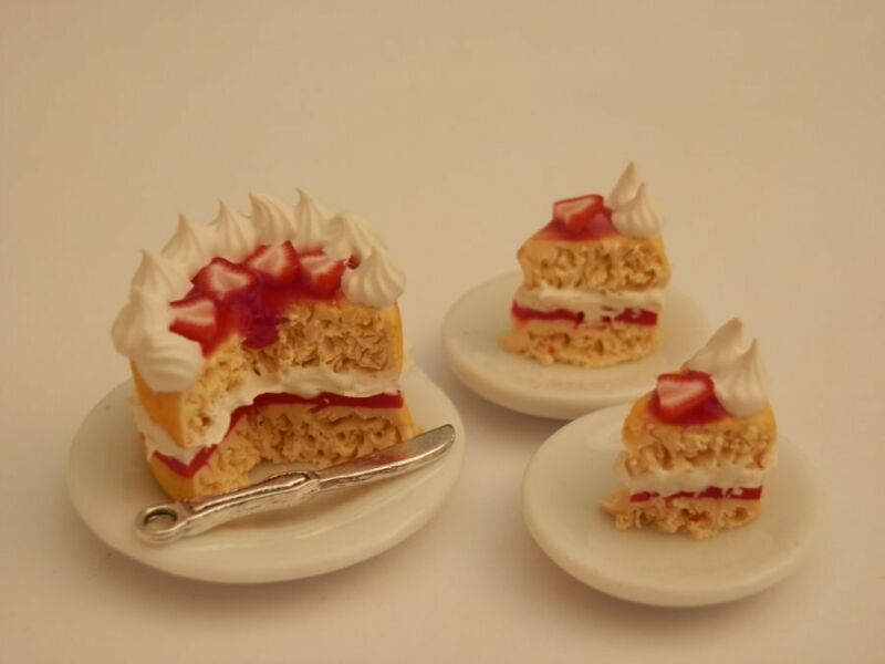 Dolls house food : Strawberry  gateau for two -By Fran