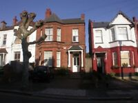 GREAT VALUE SUPER BRIGHT 2 BEDROOM FLAT NEAR ZONE 3 TUBE, TRAIN , 24 HR BUSES, SHOPS & SUPERMARKETS
