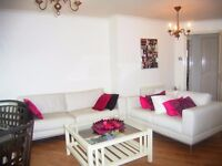 Beautiful very large 1 bedroom flat with private parking available from 2nd September