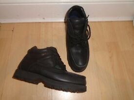 Lacoste men's boots size 7,new without box-can post