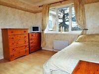 Large double room to rent in a nice quite private area next to shepallbury park