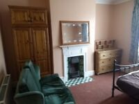 Charminster - Large Room in Friendly shared House