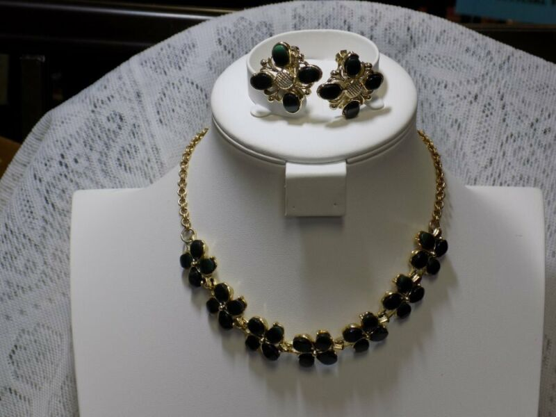 VINTAGE NECKLACE & CLIP EARRING SET~DARK GREEN THERMOSET~GOLD TONE~MCM