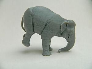 Posed Circus elephant 3d plastic model in gray plastic Super rare!!