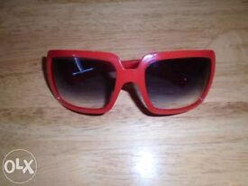 Burberry women's red sunglasses-post it
