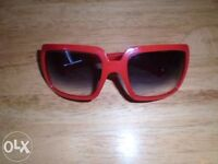 Burberry women's red sunglasses-post it