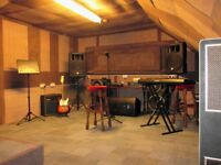 Rehearsal studio/rehearsal place/music studio/practice room in East London for rent