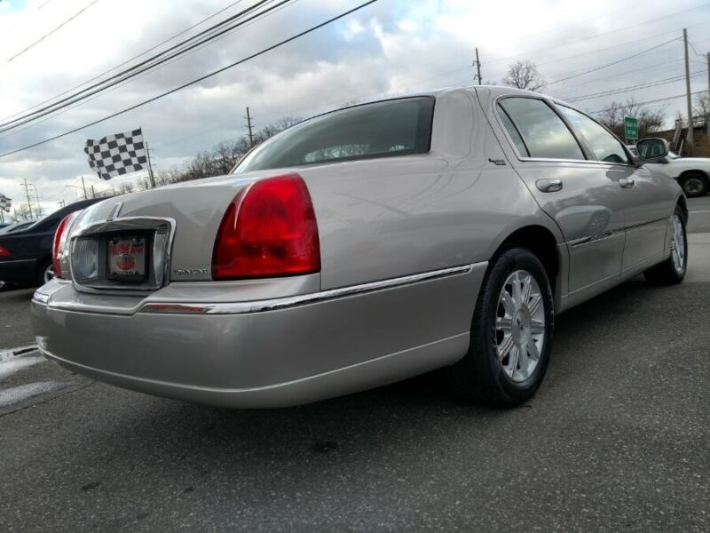 Image 4 Voiture Américaine d'occasion Lincoln Town Car 2007