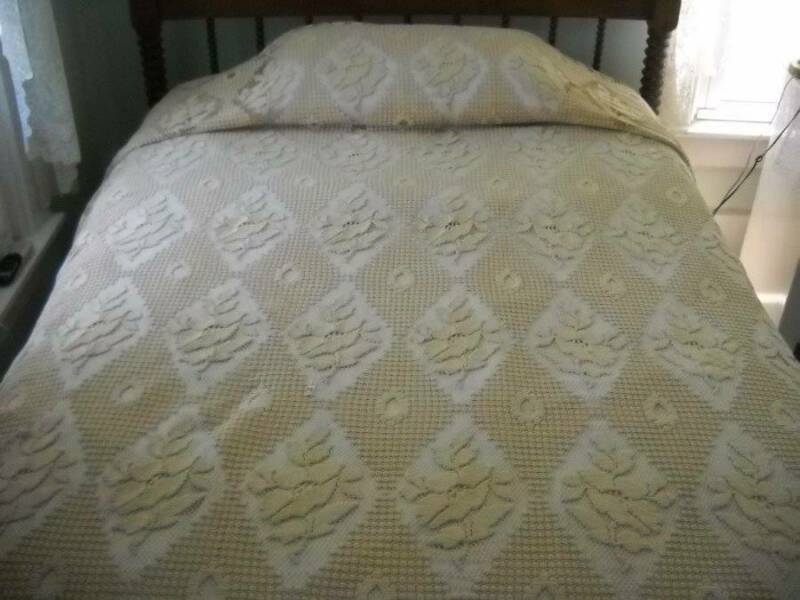 "Vintage Genuine Quaker Ecru Crocheted Bed Coverlet/Bedspread 96""x 108"""