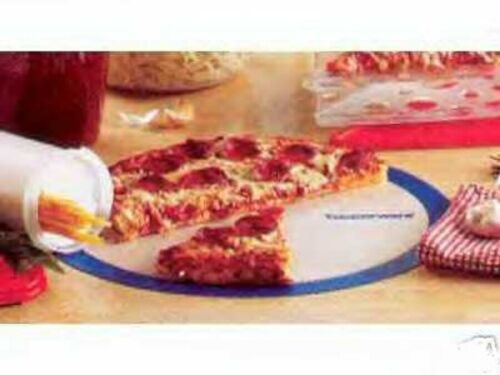NEW IN PACKAGE TUPPERWARE SILICONE WONDER MAT BAKING PIZZA COOKIES SPARE RIBS