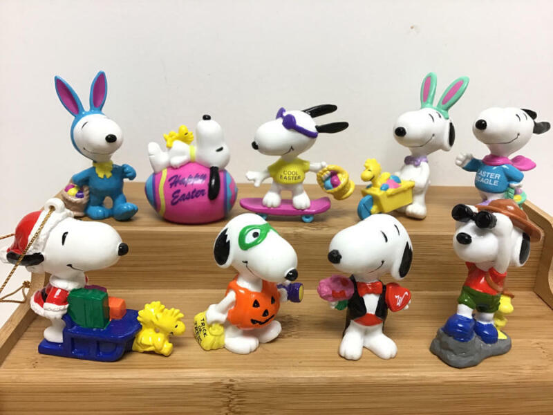 VINTAGE PEANUTS SNOOPY PVC FIGURE LOT (EASTER, XMAS, HALLOWEEN, ETC)