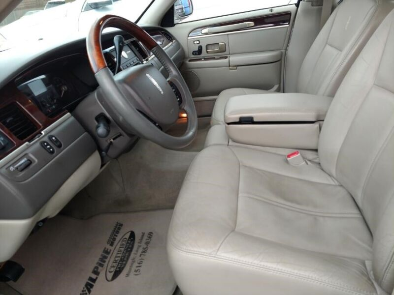 Image 7 Voiture Américaine d'occasion Lincoln Town Car 2007