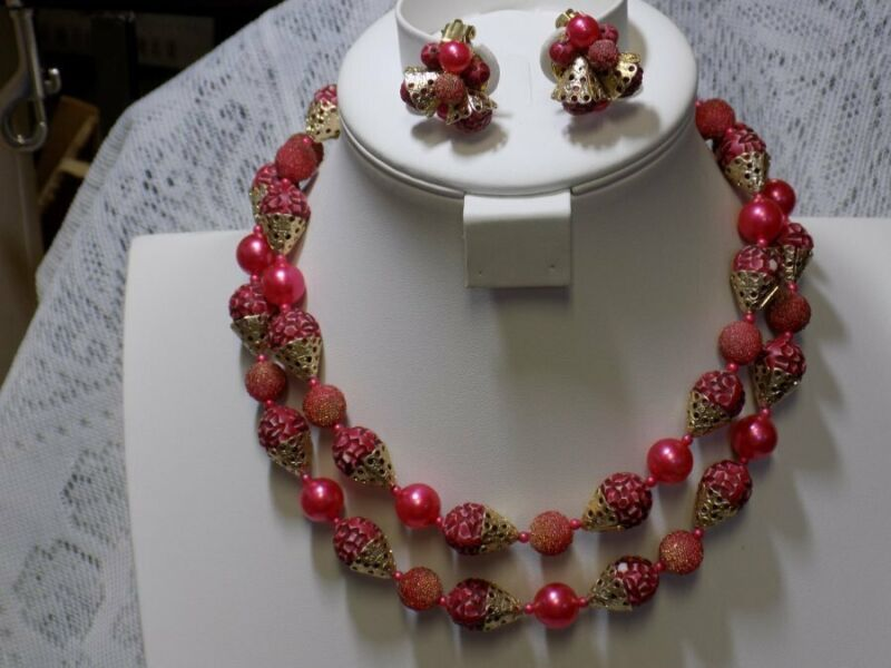 VINTAGE DOUBLE STRAND NECKLACE/CLIP EARRINGS~PINKS/GOLD~HONG KONG~MCM