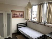 1 bedroom flat in Roe Green, AL10