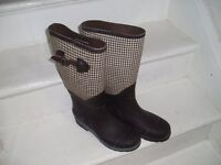 Women's wellington boots. Top half material with dog-tooth pattern