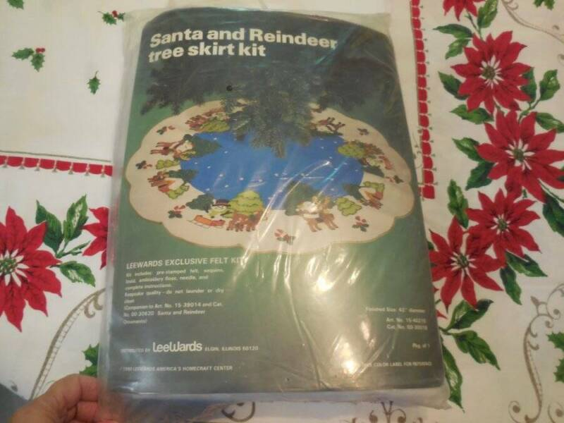 Vintage Leewards Christmas Felt Santa Reindeer Tree Skirt Kit Complete in Pkg