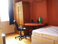 Bright room with a double bed