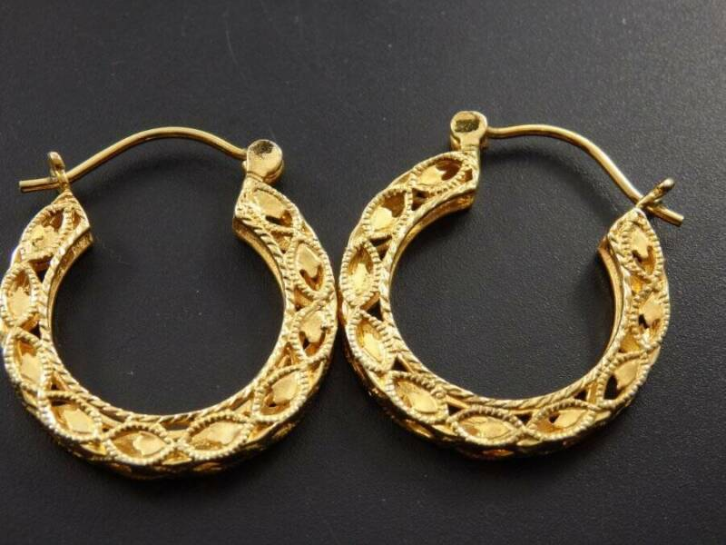 "Gold Tone Filigree 1"" Square Sided Hoop Pierced Earrings"