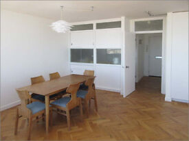 Penthouse flat - loft living - sensational views over Margate & coast - in town / close to station