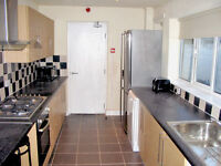 1 Double Rooms available NOW !! Bills Included !!! Burton Road, Manchester