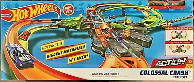 Hot Wheels 2019 Colossal Crash Track Set #GFH87 1:64 Scale w/Exclusive vehicles