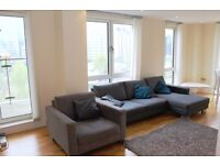 ** Superb Modern 3 bed 2 bath apartment, Balcony, Concierge, Canary Wharf, South Quay, E14 - AW