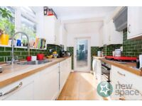 2 BED HOUSE * GARDEN * ATTIC * AMAZING NATURAL LIGHT WITH BEAUTIFUL FEATURES