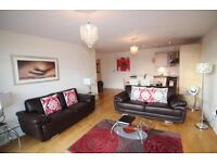Large 3 double bed modern flat with secure parking (Student Let)