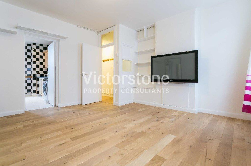 TWO BEDROOM FLAT/ OR THREE BEDROOM FLAT (livingroom converted) BARBICAN FARRINGDON OLD STREET ANGEL