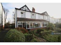 3 bedroom house in Moor Park Villas, Leeds, LS6 (3 bed) (#1107310)
