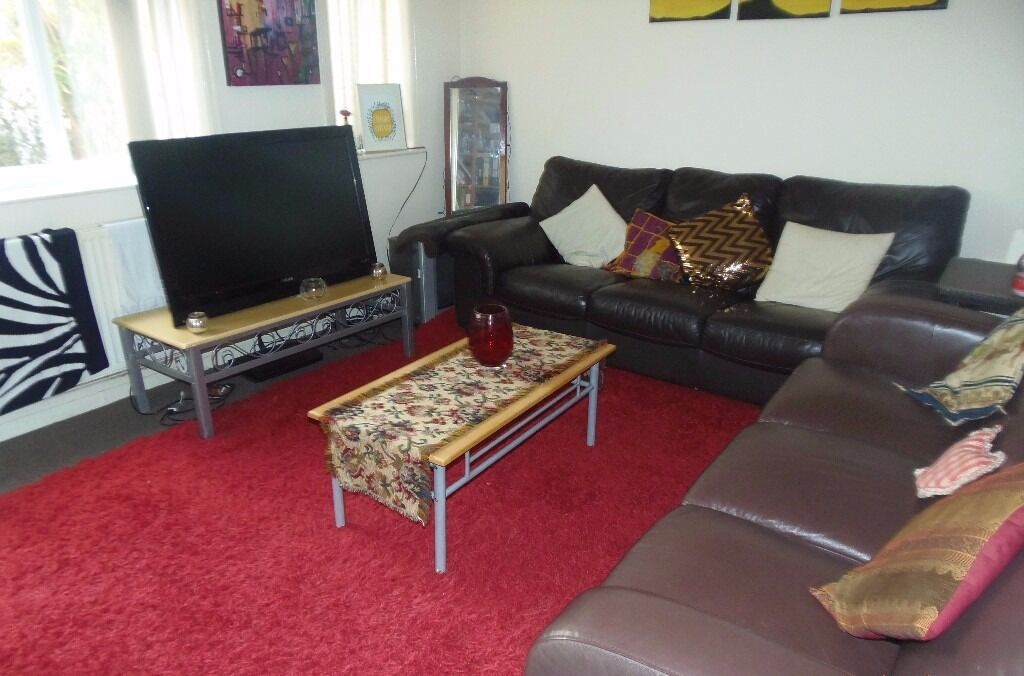NOW LET - 3 DOUBLE Bed House Lindleywood Rd Fallowfield 3 x £303pcm FREE INTERNET TV & LICENCE!