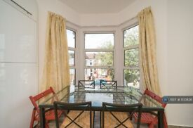 4 bedroom flat in Pine Road, London, NW2 (4 bed) (#1133826)