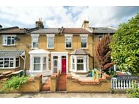 3 bedroom house in Halley Road, London, E7 (3 bed)