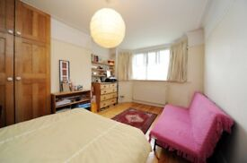 Two lovely rooms available in a ground floor 5 bedroom flat in Golders Green.