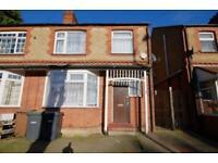 3 bedroom house in Stockingstone Road, Luton
