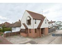 3 bedroom house in Armitage Road, Southend On Sea, SS1 (3 bed)