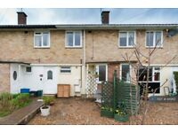 2 bedroom flat in Butts Crescent, Feltham, TW13 (2 bed) (#949112)